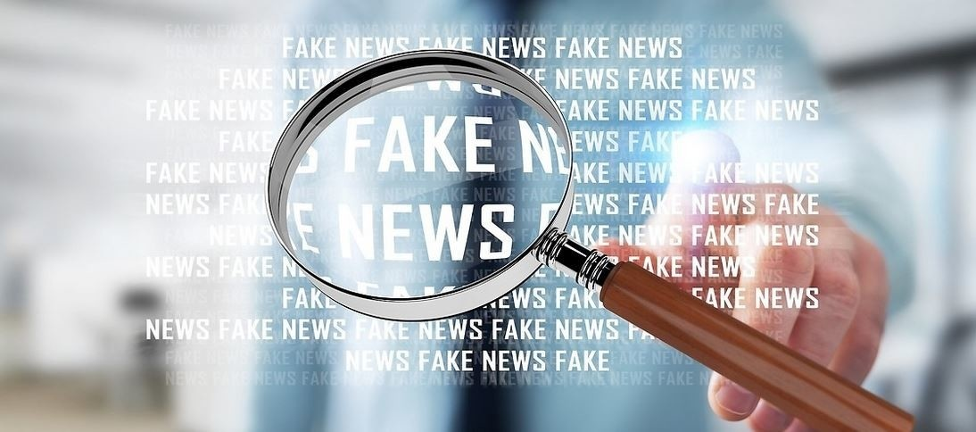 magnifier and words fake news